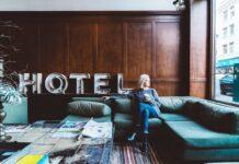 Imagem genérica do interior de um hotel